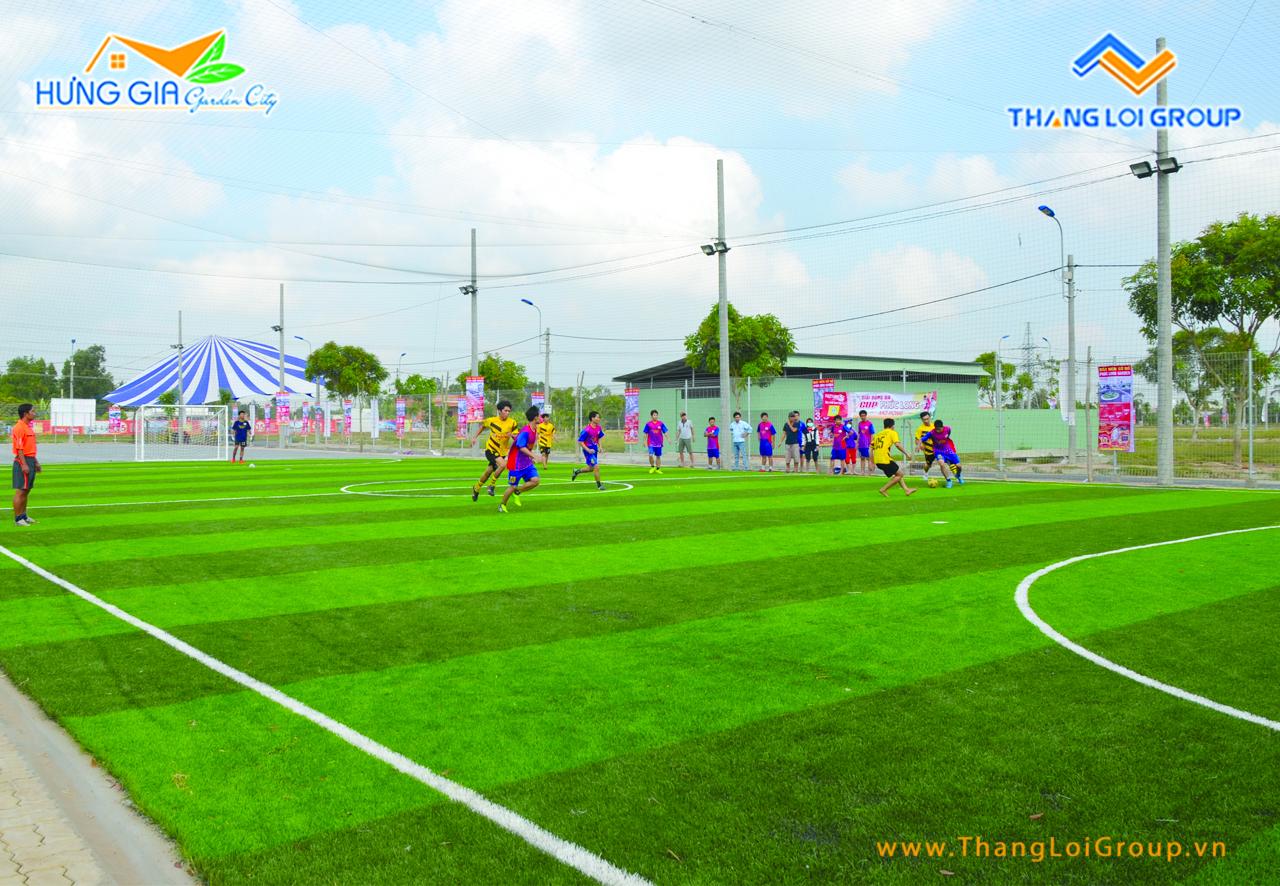 sân bóng đá tại Hưng Gia Garden City